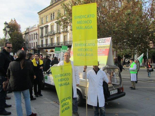 Sindicatos profesionales sanitarios se manifiestaron ayer for Sanitarios sevilla